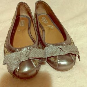 Tan & Pewter Coach Bow Flats Size 6